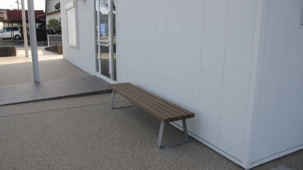 bench002