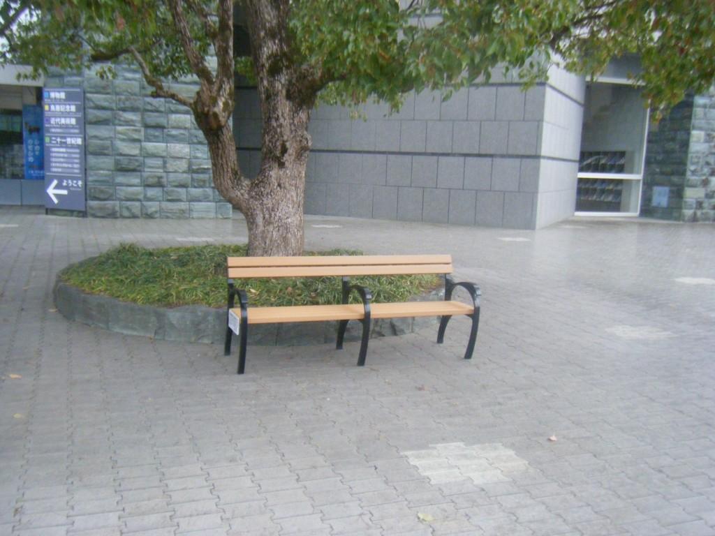bench004