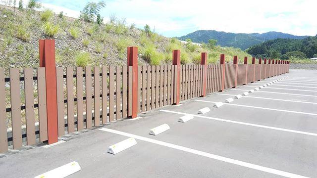 #フェンス 木粉+樹脂なので外での使用でも腐らなくて安心安全既設構造物にあわせて施工も対応します!#木粉 #tokushima #naka #nakawood #木づかい