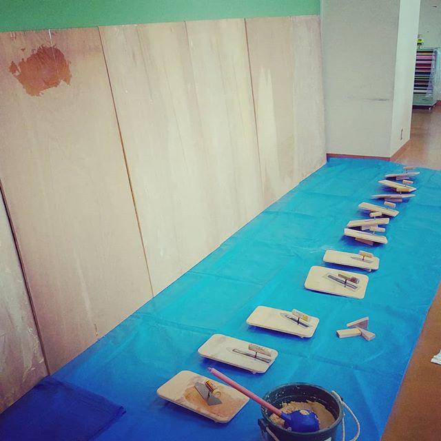 塗り壁体験セット増設今日はwoodactionとして文理小学校の木育教室に参加しました!一気に十数人がぬりぬりしている光景はごつかったですよ!詳細レポートはお待ちください!#木づかい推進月間 #木育 #woodaction #nakawood